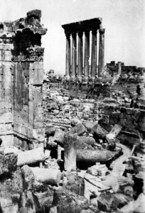 LEBANON, BAALBEK : Picture released in the 30s of the Temple of Jupiter in the Baalbek ruins, Lebanon. STRINGER / AFP